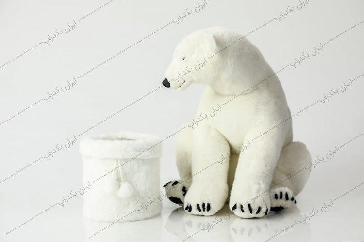 بک دراپ نوزاد خرس قطبی سفید زمستانی