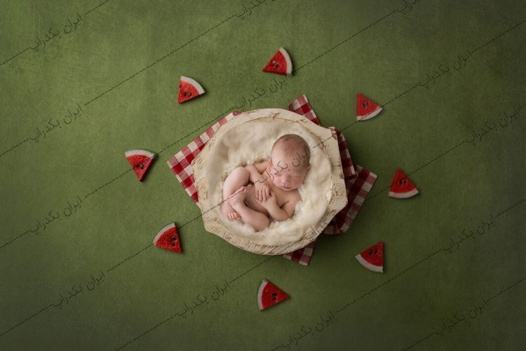 بک دراپ عکاسی نوزاد هندوانه و یلدا